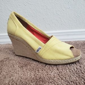 Tom's shoes Yellow espadrilles size 6